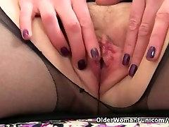 UK milf Abi Toyne destroys her tights and fucks a dildo