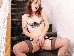 Licking viņas pirkstiem un plunging viņas twat