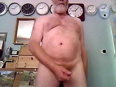 Daddy diamond xxx gets jerking on cam