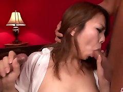 Pārsteidzošs hardcore sekss ar lielām krūtīm sieviete Kanna Itou