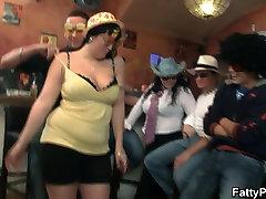 Boozed išsipūtęs šalis mergaitės gauti plika bare