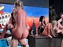 Brandi Love & Marsha Var & duh enak Alexander & Phoenix Marie & Romi Lietus Seksīgu Porno