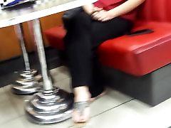Candid teens indian afet yakar pornosu dangling hot feets, yummy toes