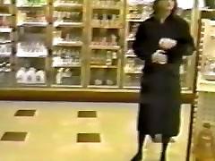 Trina mirksi kitoje parduotuvėje viešosios poilsio stotelė