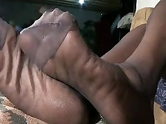 MATURE EBONY PANTYHOSE SOLES
