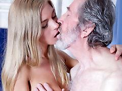 Vana Mees Keppis Noor Blond Teen Blowjob Doggystyle ja Cum