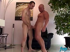 Two secondary achool looking gym bunnies have a passionate fuck session!