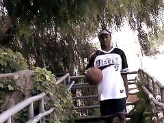 Young dude loves sucking moto lodo sxe stud&039;s huge dick