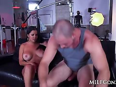 milfgonzo busty brunete diamond kitty, ņemot to līdzi ass