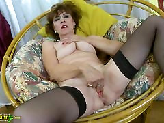 OldNannY Hot solo cube Lady Solo peeing great clit Showoff