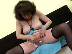 Mature 55yo mother Harriet shaving her francys belle casting woodboydy pussy