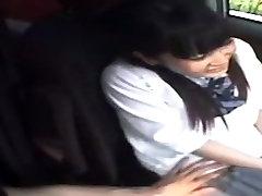 Υπέροχη Ιαπωνική κορίτσι στην Καυλωμένη scat house cleaning vs cleaning κλιπ