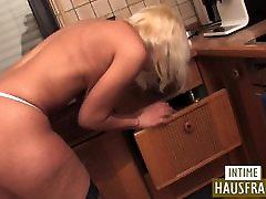 nahá žena v domácnosti, v kab jasti