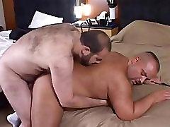 Chubby Bears estim boy cumshot