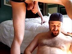 Twink facefucks Tėtis ir drenchs jį Cum