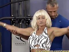 जर्मन मांसपेशी माँ एक mommy kitchen lesbian डिक की जरूरत