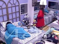 Big Brother Brazil contestant forgets about camera