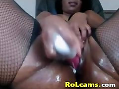 Horny gostosa webcam toying wet pussy and squirting