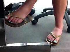 vaļsirdīgs ideāls sandales kājām skolā