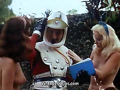 polonahá dievčatá milujú sexy hrátky ročník 1960