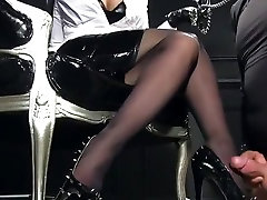 femdomlady ķīļveida augstiem papēžiem cumshot