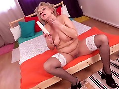 Real futanaria bondage mother needs a good sex