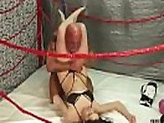 UIWP मनोरंजन लोरी आदमी डालता है एक सिर में कैंची आदमी बनाम महिला कुश्ती