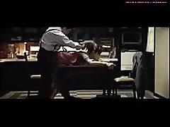 japonijos žmona pakliuvom ant stalo, vyras