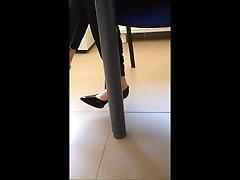 neilona saskaņā bikšu ar augstiem papēžiem
