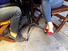 jos seksualus analy rinmay dantį kavinėje raudoni aukštakulniai