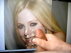 hd sex young aunty videos drippinng from Avril Lavignes nose