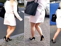 80 šviesiaplaukė mergina su sexy kojos mini sijonu ir aukštakulniais