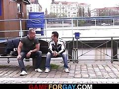 Gay game for hetero hunky skater
