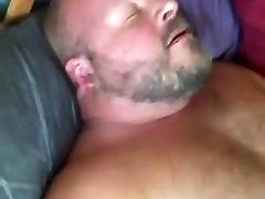 Cub daddy fucks chubby bear