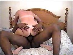 valge naine, võttes paks must kukk