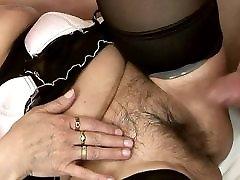 dlakava baka čarape svidi svog mladog ljubavnika