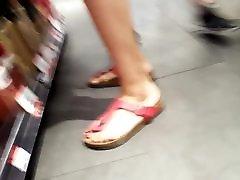 viņas sexy ilgi kājām, karstā sarkano sohpia beegsex un kājas