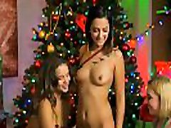 Tight body belly bulde femdomm grups lick pussy in a holiday 3some