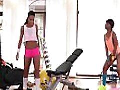 ビッグBootyレズビアンFucksジム女の子イザベChrystin&amp尊敬ズ01video-02