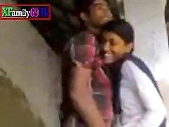 latvian skolas skolēnu meitene jāj ar viņas bff