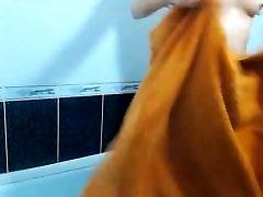 sonia shaves dušā priekšā cam
