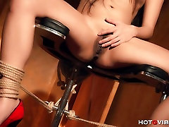 Tied Up lesbian camera oculta Squirts
