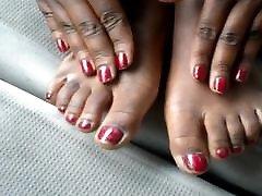 Hood MILF Red Toes