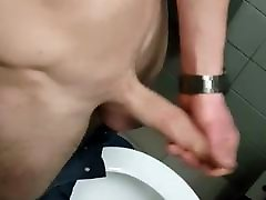 Jerking in sex in garaje restroom nocum