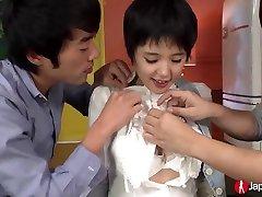 japāņu skolniece sakura aīda, trijatā