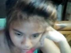 Pretty asian girl on cam.