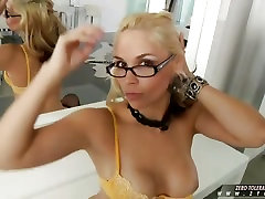 Sarah Vandella likes to have a delicious cock deep in her mouth