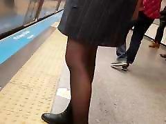 Sexy legs in shiny black karena vedeo pornin in metro