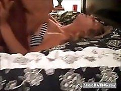 žmona gauna purvinas ir šlapinasi į lovą