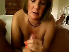 Mature mummy love fuck on the Bed